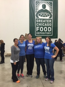 Chicagoland UK Alumni Club members assisted the Greater Chicago Food Depository with repacking donated food and other products (October 24, 2015)