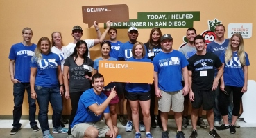 Members of the San Diego UK Alumni Club helped sort and distribute food for Feeding America San Diego hunger-relief organization (October 24, 2015)
