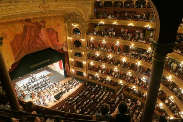 opera-594592_1920